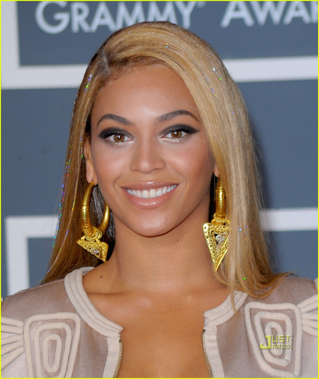 beyonce knowles grammy awards 2010 red carpet 01