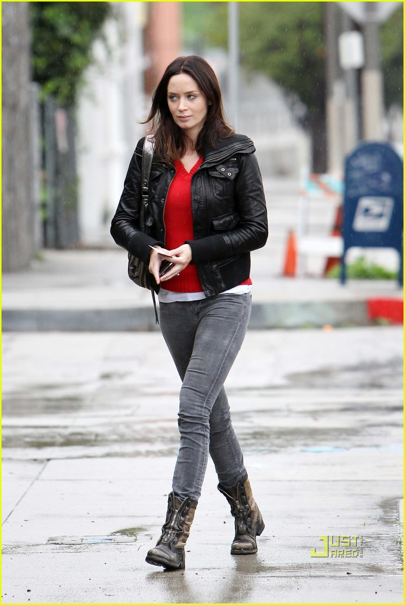 emily blunt studio los angeles rainy leather jacket 04