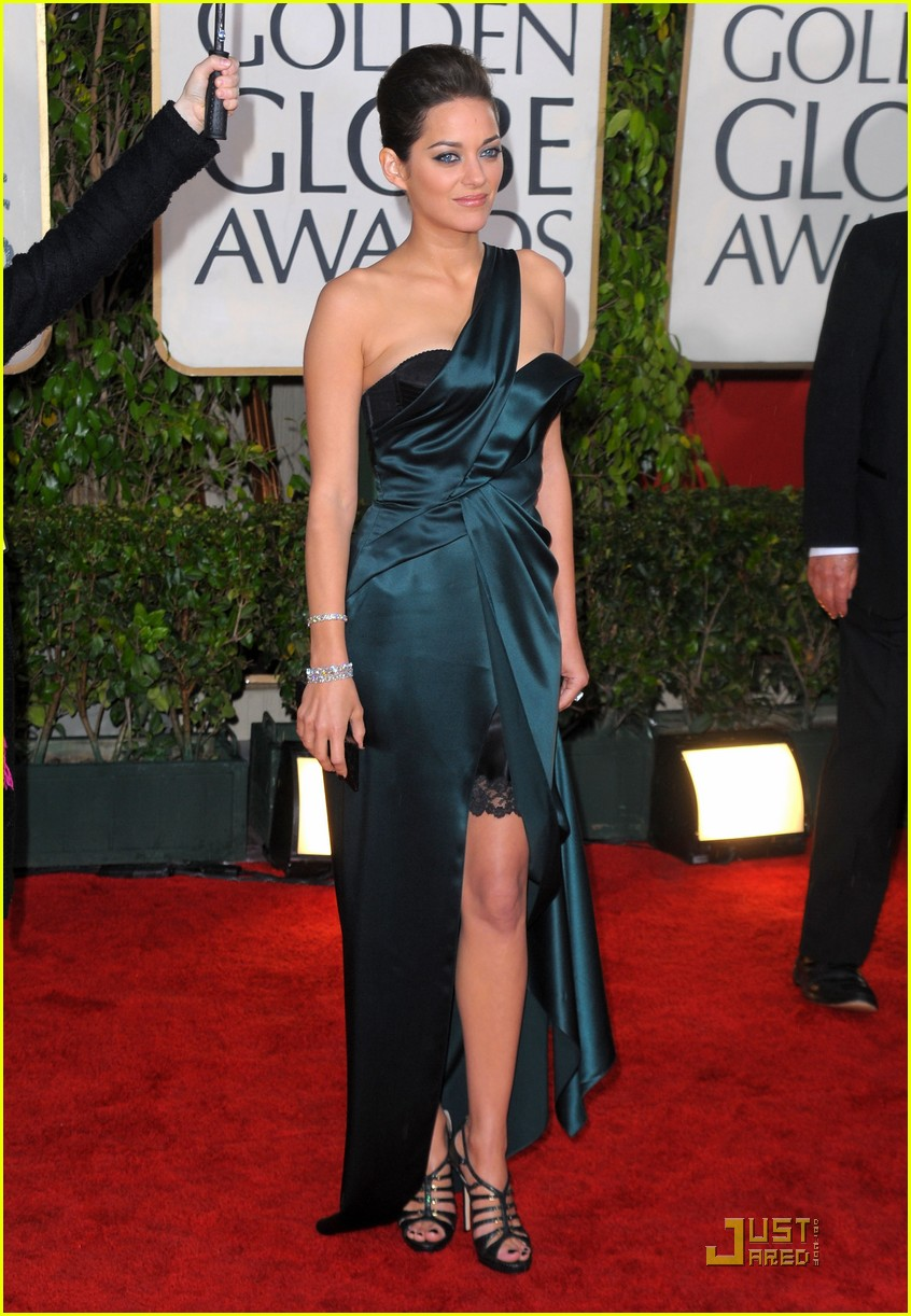 marion cotillard 2010 golden globe awards red carpet 01