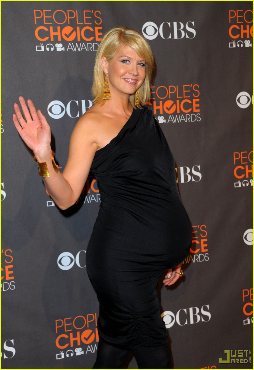 jenna elfman 2010 peoples choice awards red carpet 01