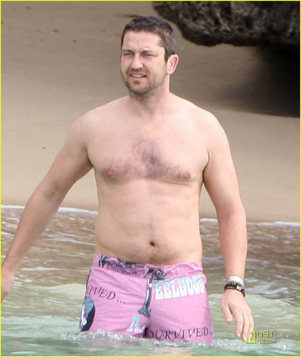 gerard butler shirtless barbados 04