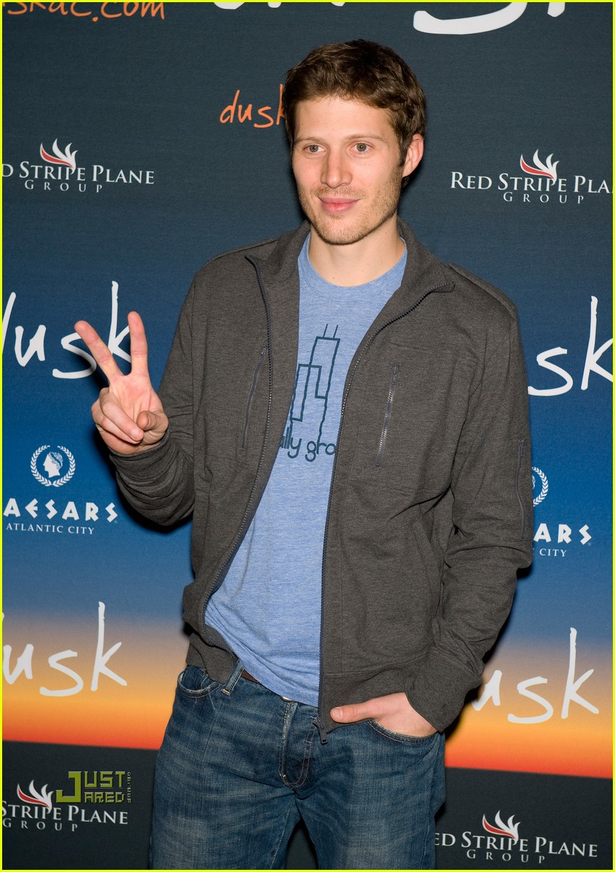 zach gilford dusk nightclub 03