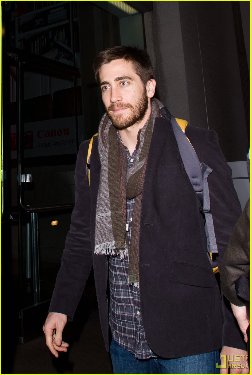 jake gyllenhaal backpack lax 03