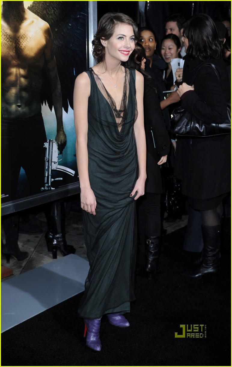 willa holland help haiti nails legion premiere 082410742