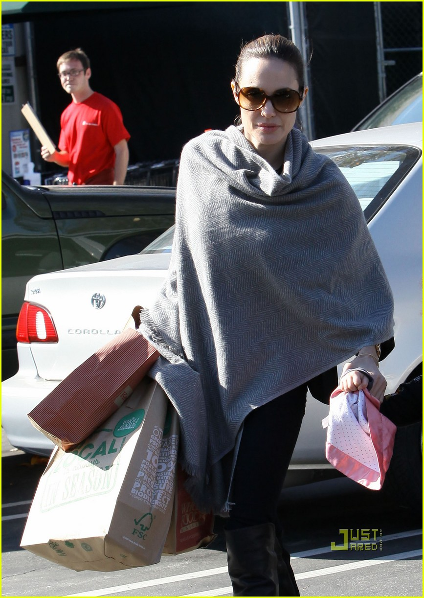 angelina jolie whole foods grocery shopping 032408700