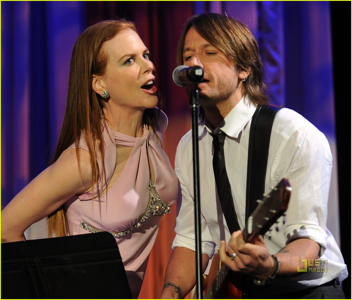 nicole kidman keith urban simon baker singing 012408974