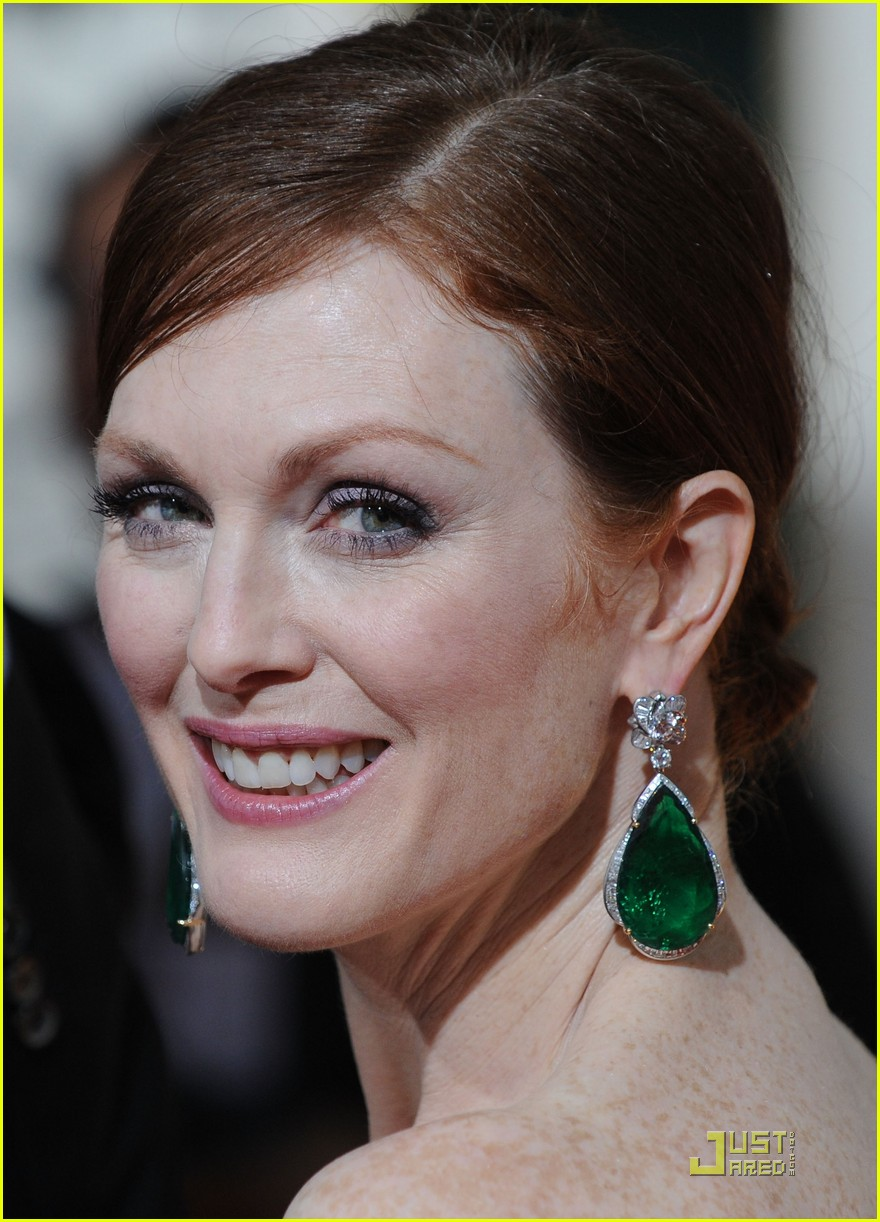 julianne moore golden globes 2010 02