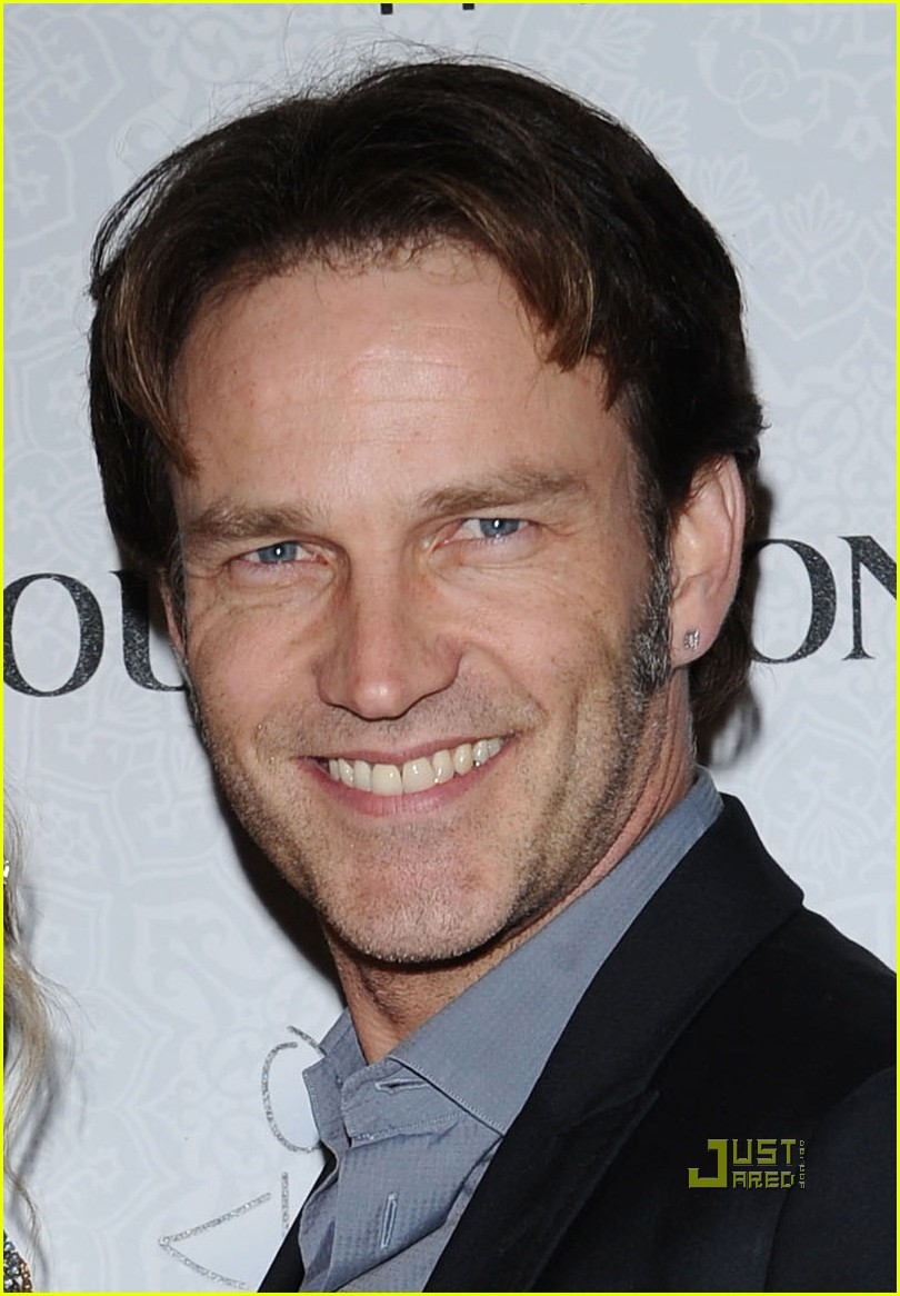 Anna Paquin & Stephen Moyer: Elysium Engaged: Photo 2408984 | Anna Paquin, Art of Elysium 2010, Stephen Moyer Pictures | Just Jared - stephen-moyer-pierced-ears-15