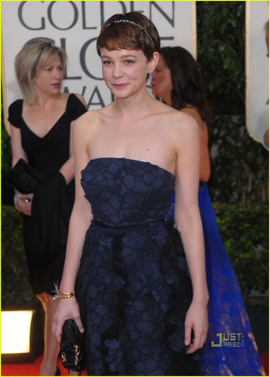 carey mulligan 2010 golden globes red carpet 05