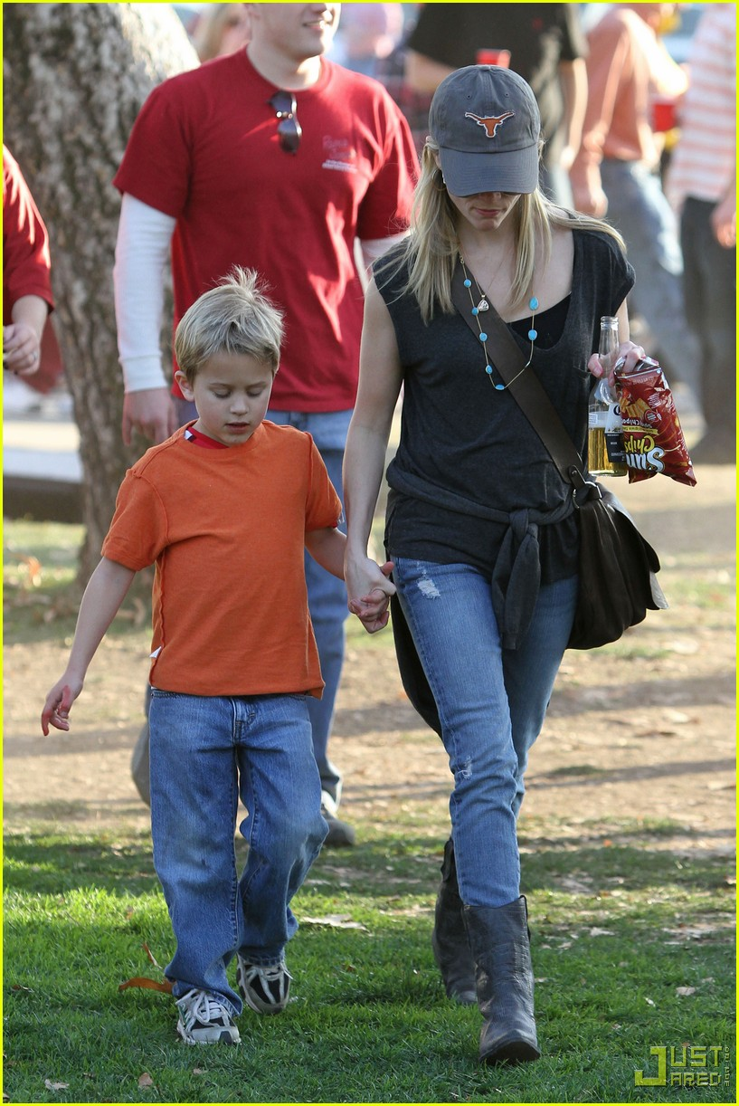 reese witherspoon deacon phillippe national championship game longhorns 202406970