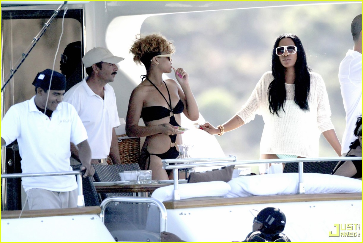 rihanna matt kemp shirtless bikini mexico boat 01