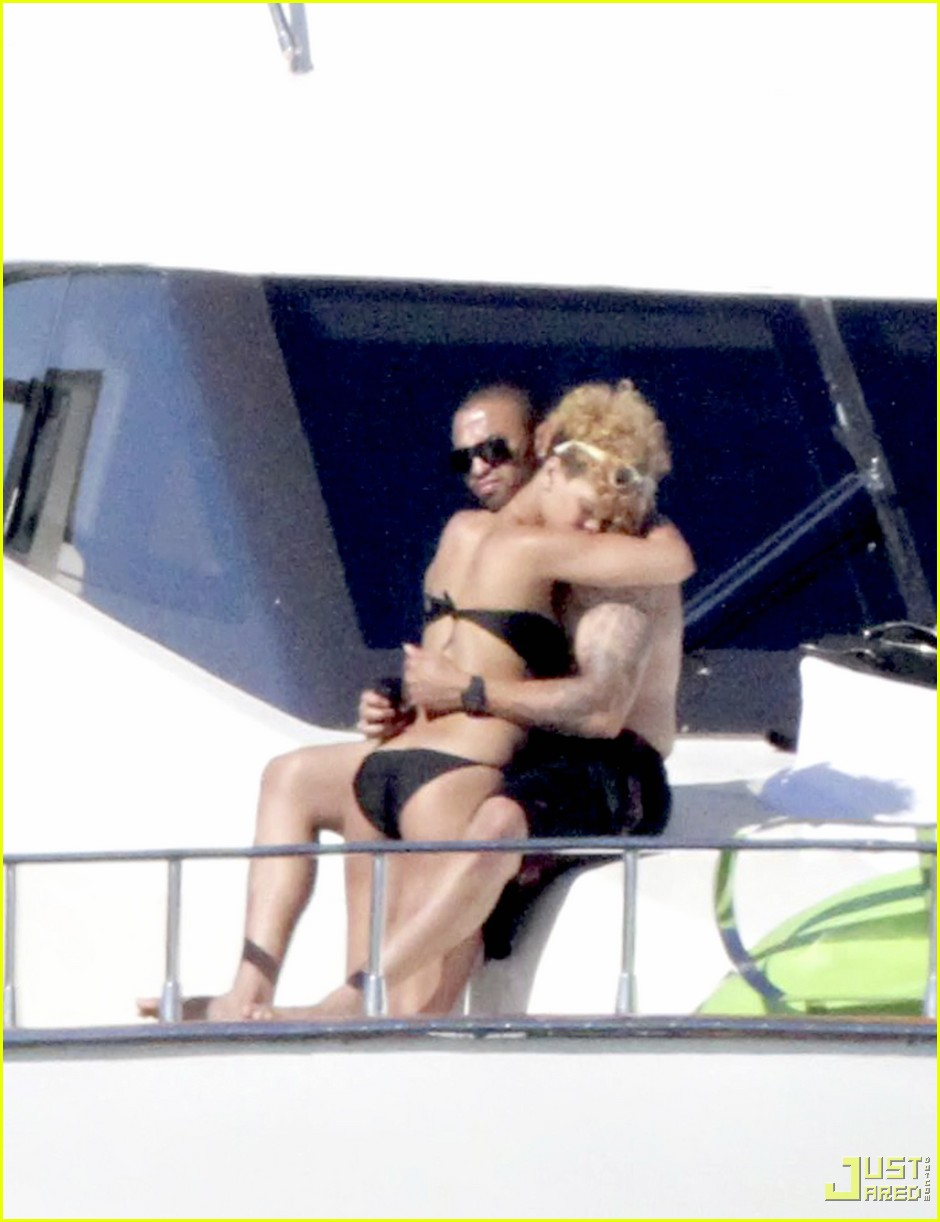 rihanna matt kemp shirtless bikini mexico boat 04