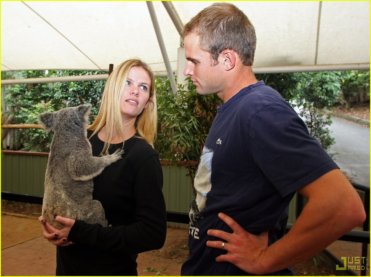 andy roddick brooklyn decker koala couple 02
