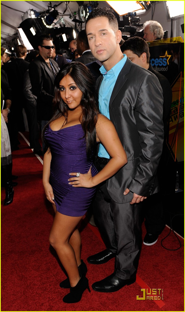 the situation 2010 grammy awards red carpet 02