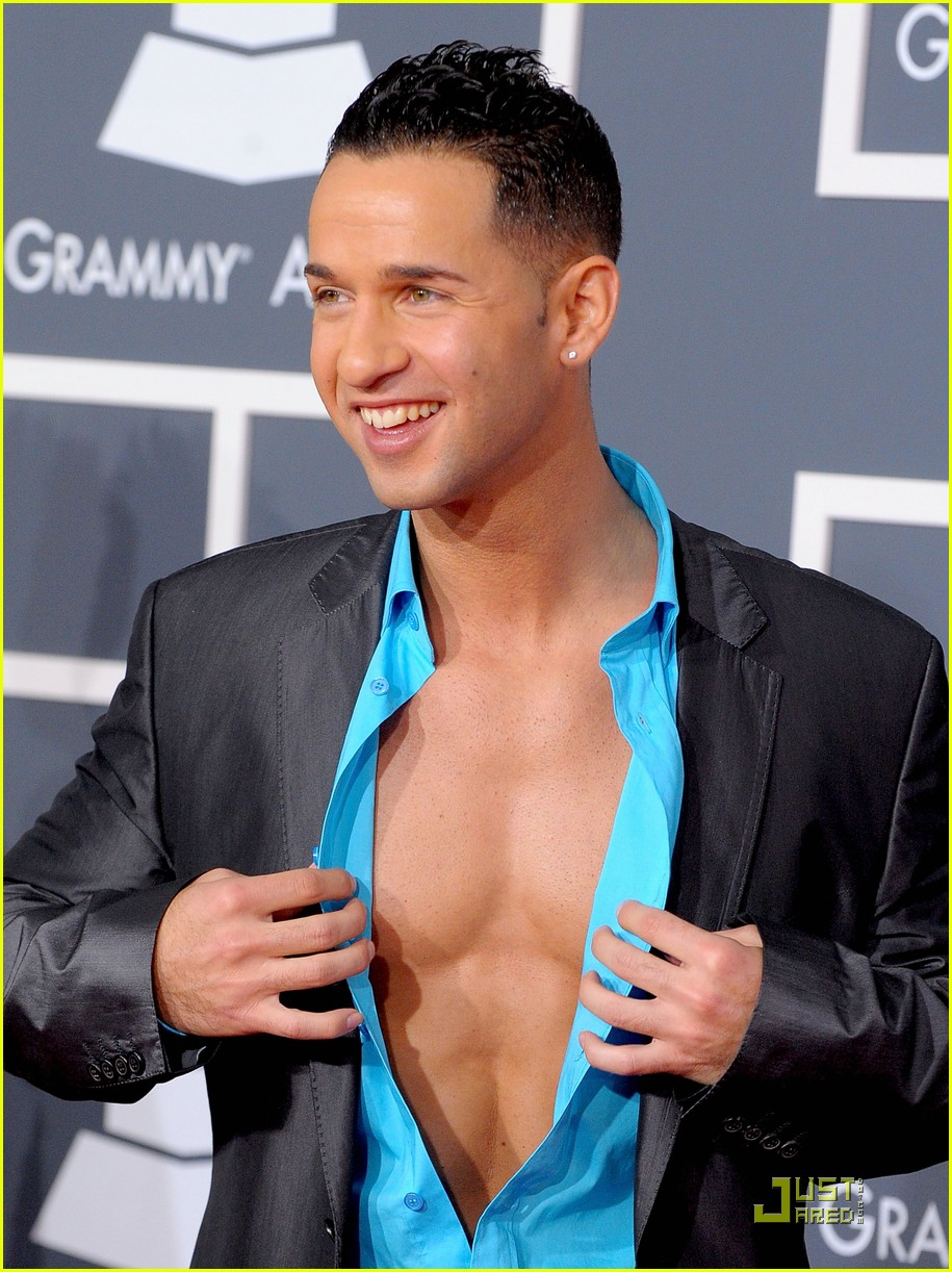 the situation 2010 grammy awards red carpet 03