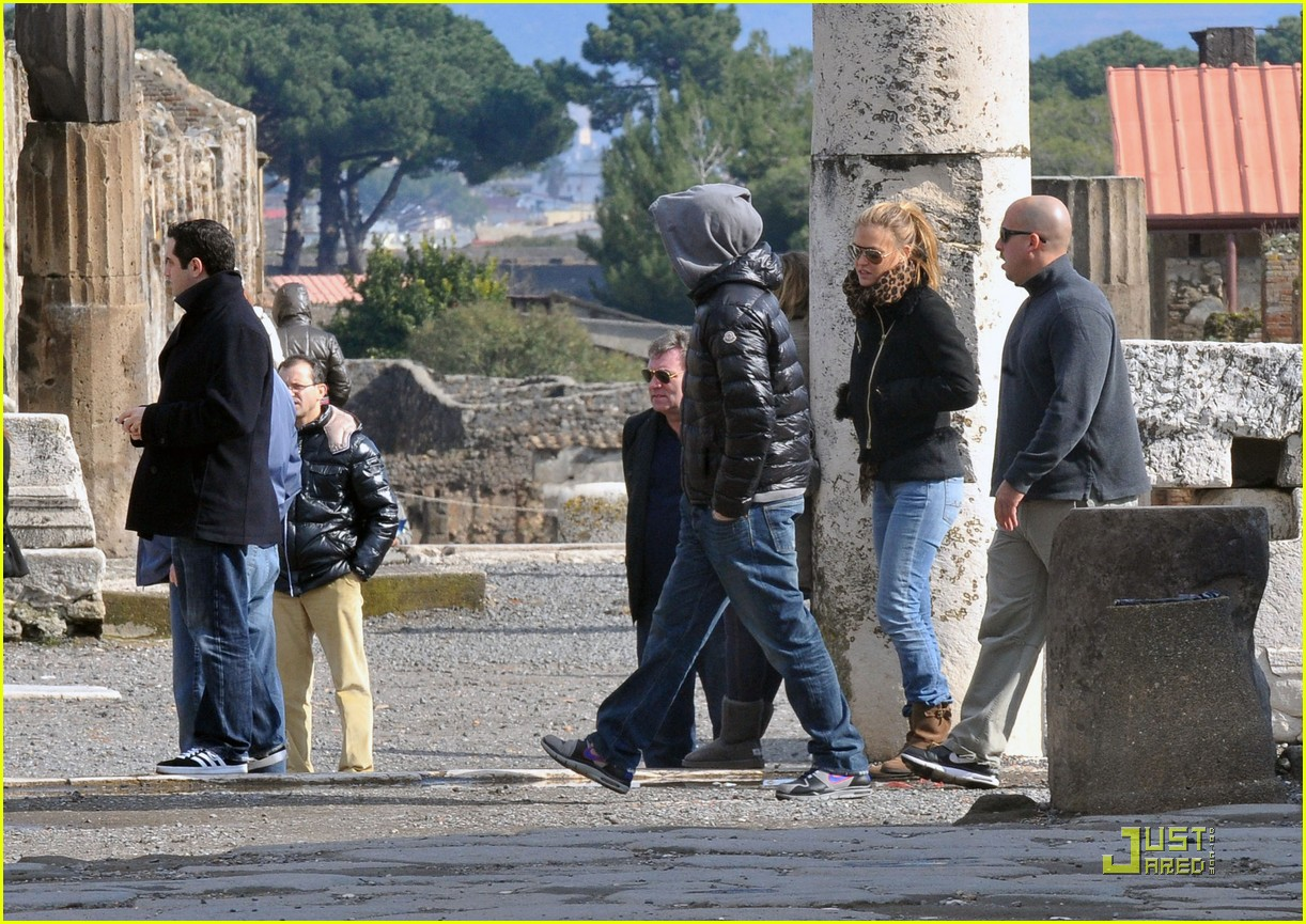 leonardo dicaprio bar refaeli play in pompei 03