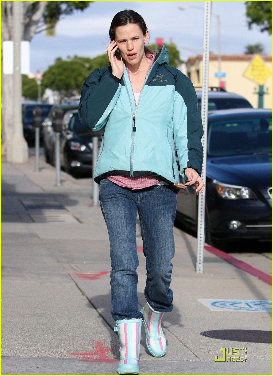 jennifer garner is ready for the rain 092425925