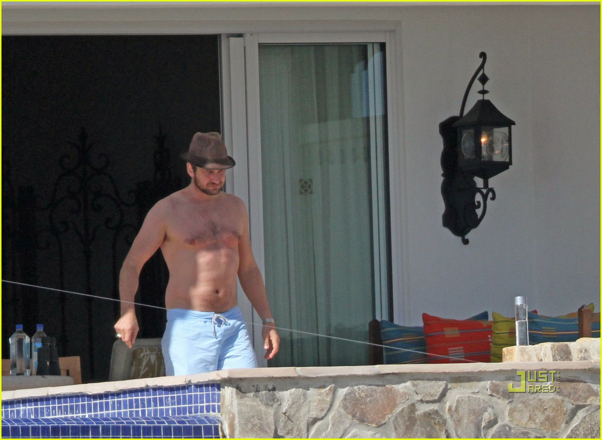 gerard butler jennifer aniston cabo birthday 17
