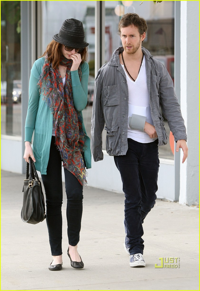 anne hathaway adam shulman furniture shopping 02