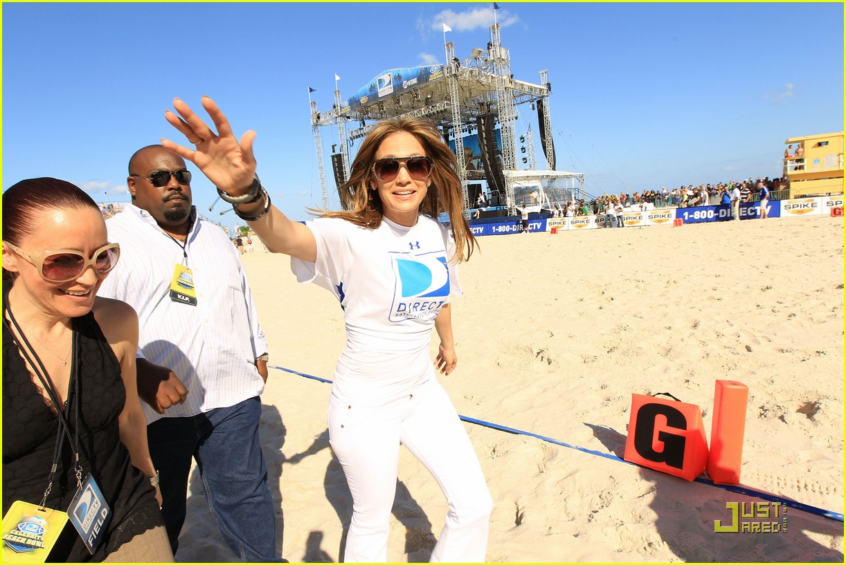 jennifer lopez directv celebrity beach bowl 28