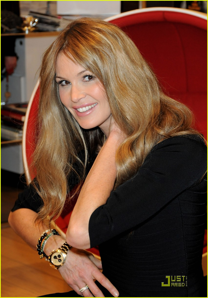 elle macpherson host of britains next top model 01