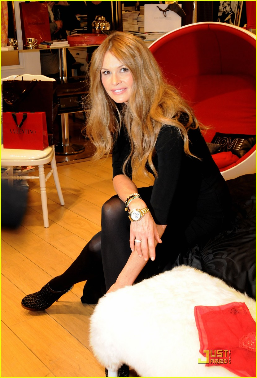elle macpherson host of britains next top model 06