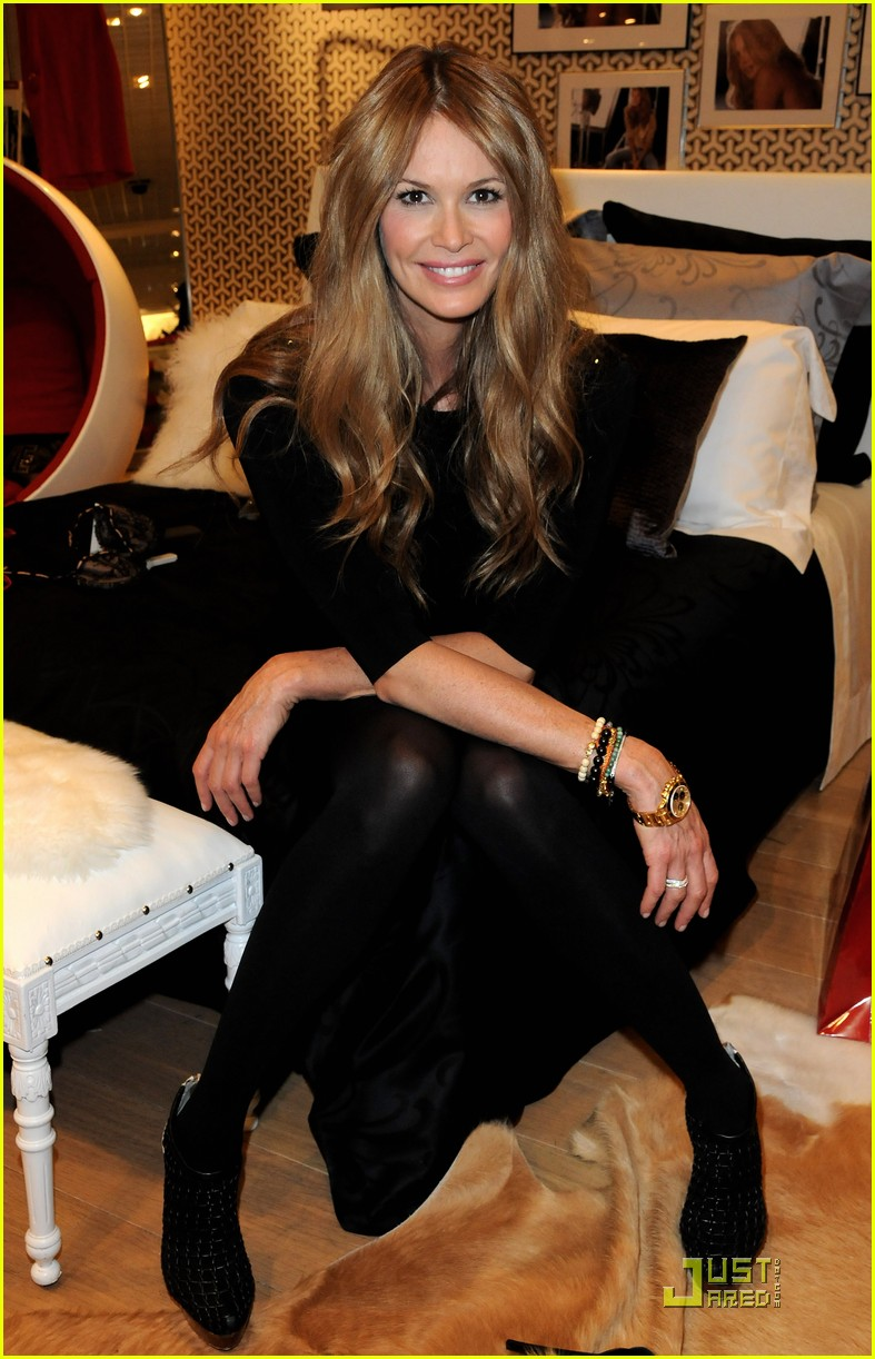 elle macpherson host of britains next top model 12