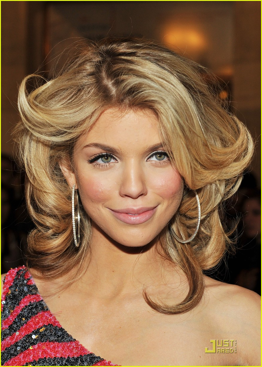 annalynne mccord cutout kisses 08
