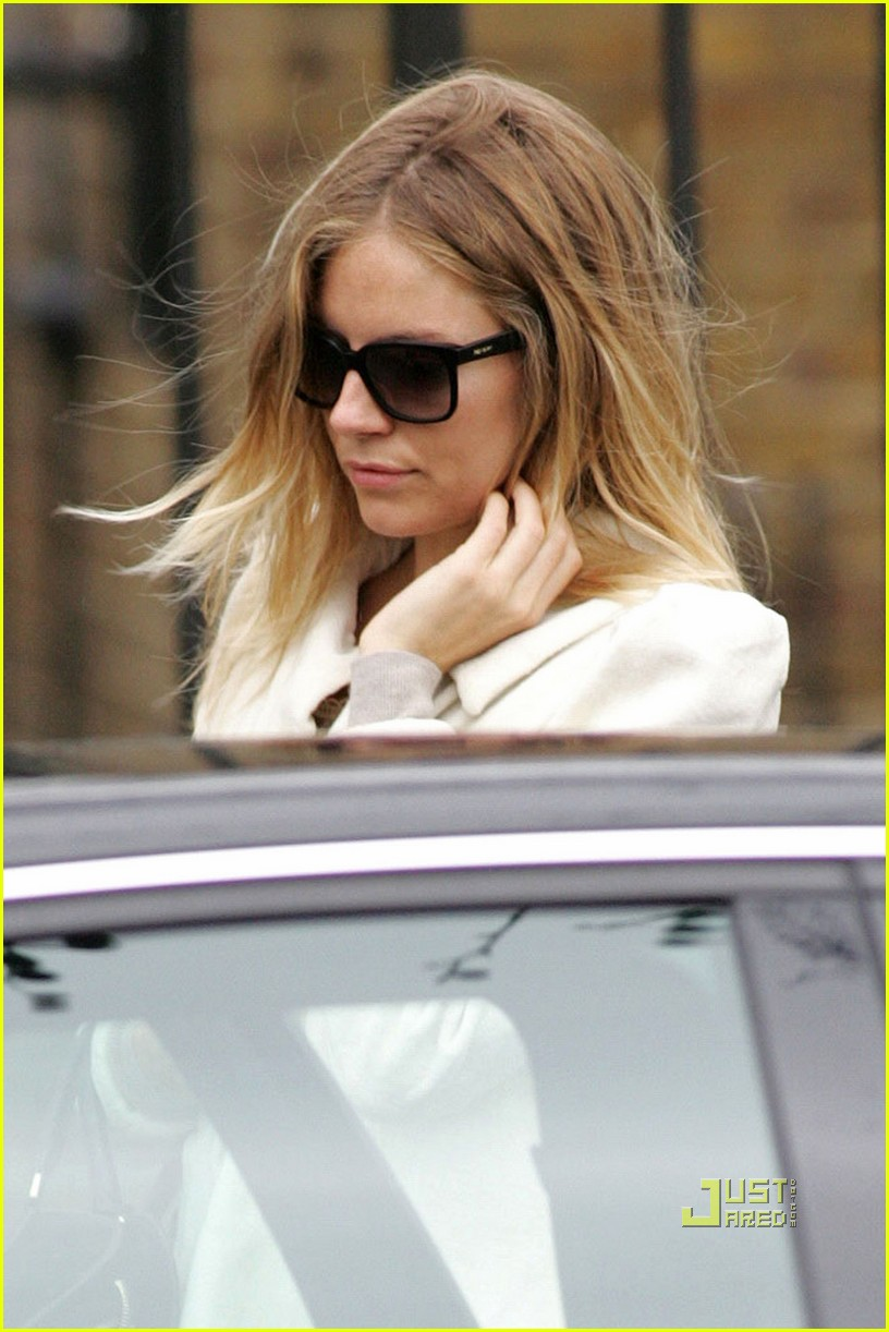 sienna miller leaves jude law house 03