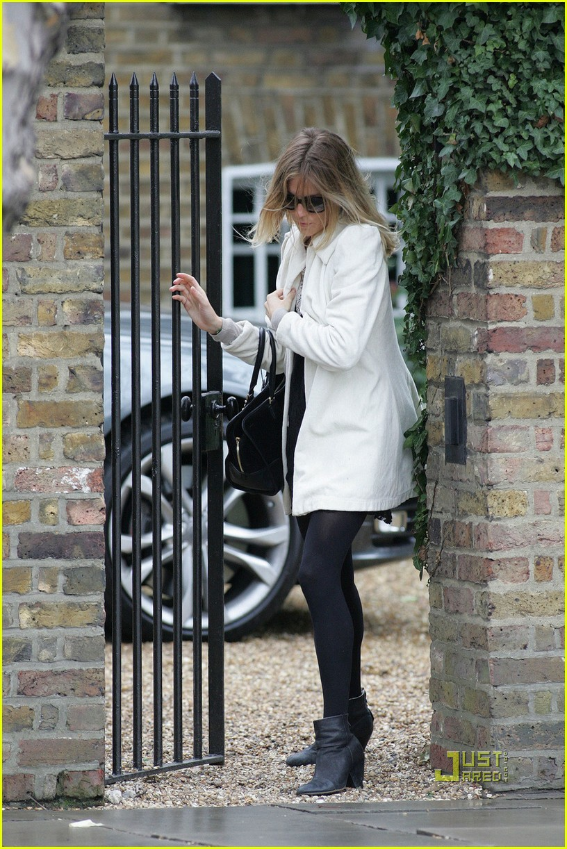 sienna miller leaves jude law house 06