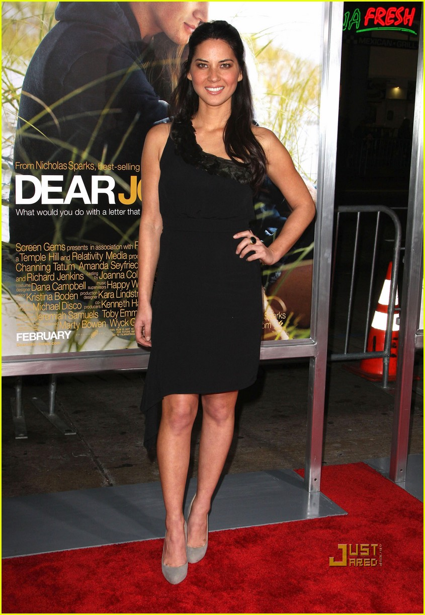 olivia munn dear john hollywood premiere 03