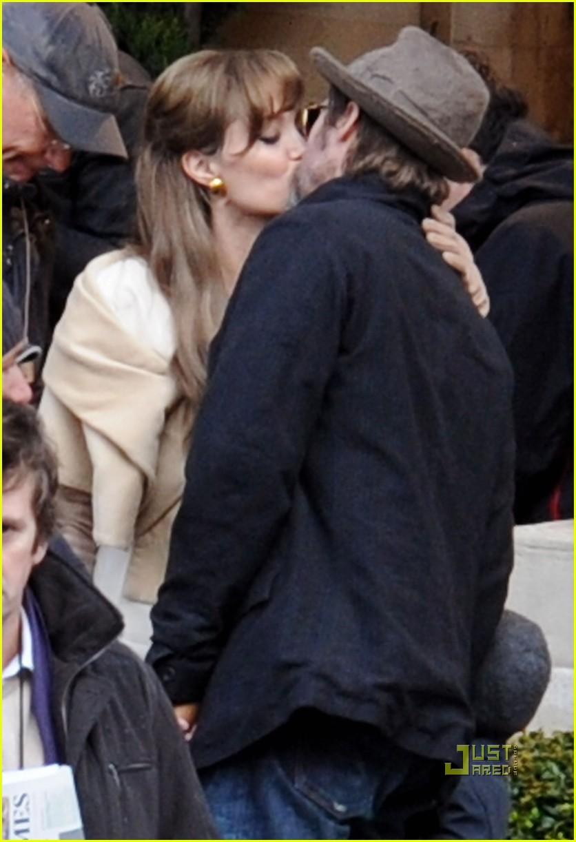 Brad Pitt Angelina Jolie Divorce Battle How It Exploded