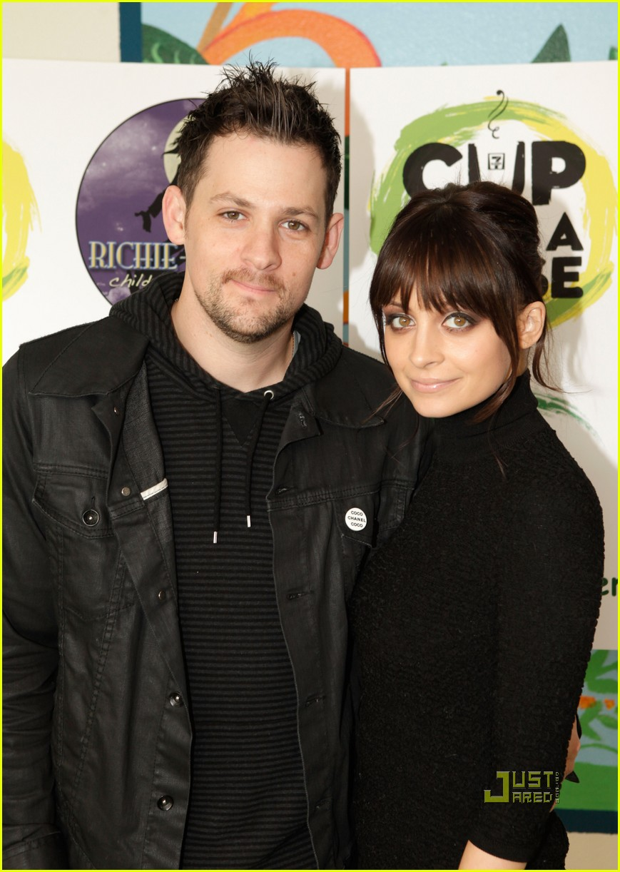 nicole richie 7 eleven joel madden coffee cup 16