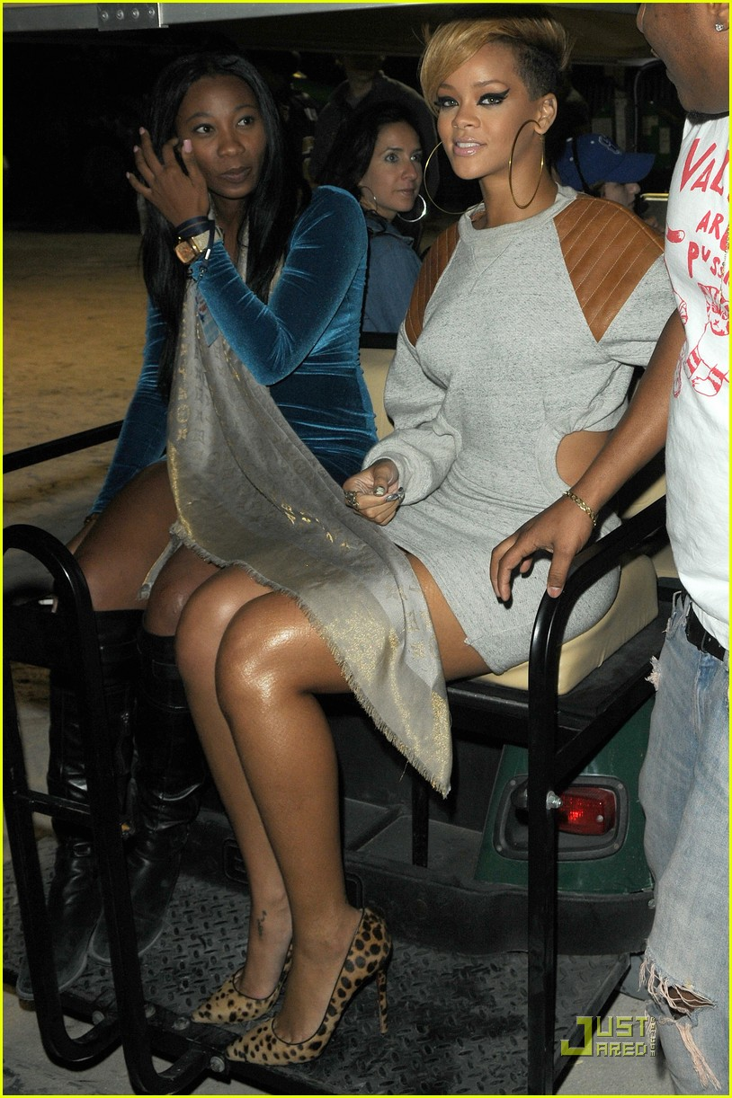 rihanna backstage beauty 11