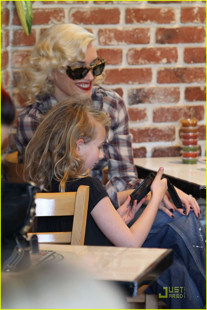 gwen stefani rossdale lunch lovebirds 15