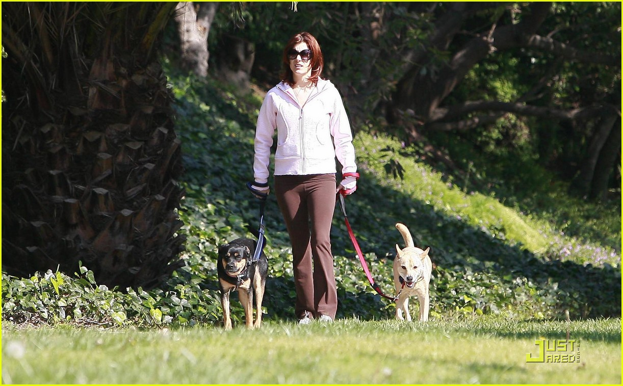 kate walsh dotes on her dogs 012413369