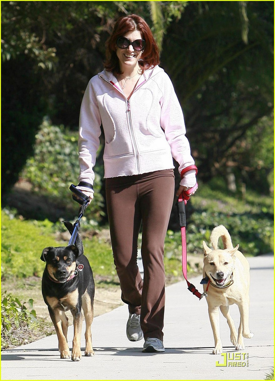 kate walsh dotes on her dogs 07