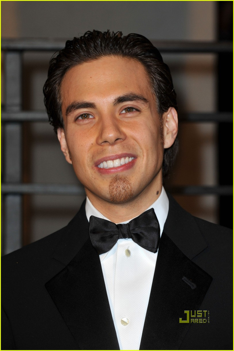 apolo ohno elton john oscar viewing party 022433394