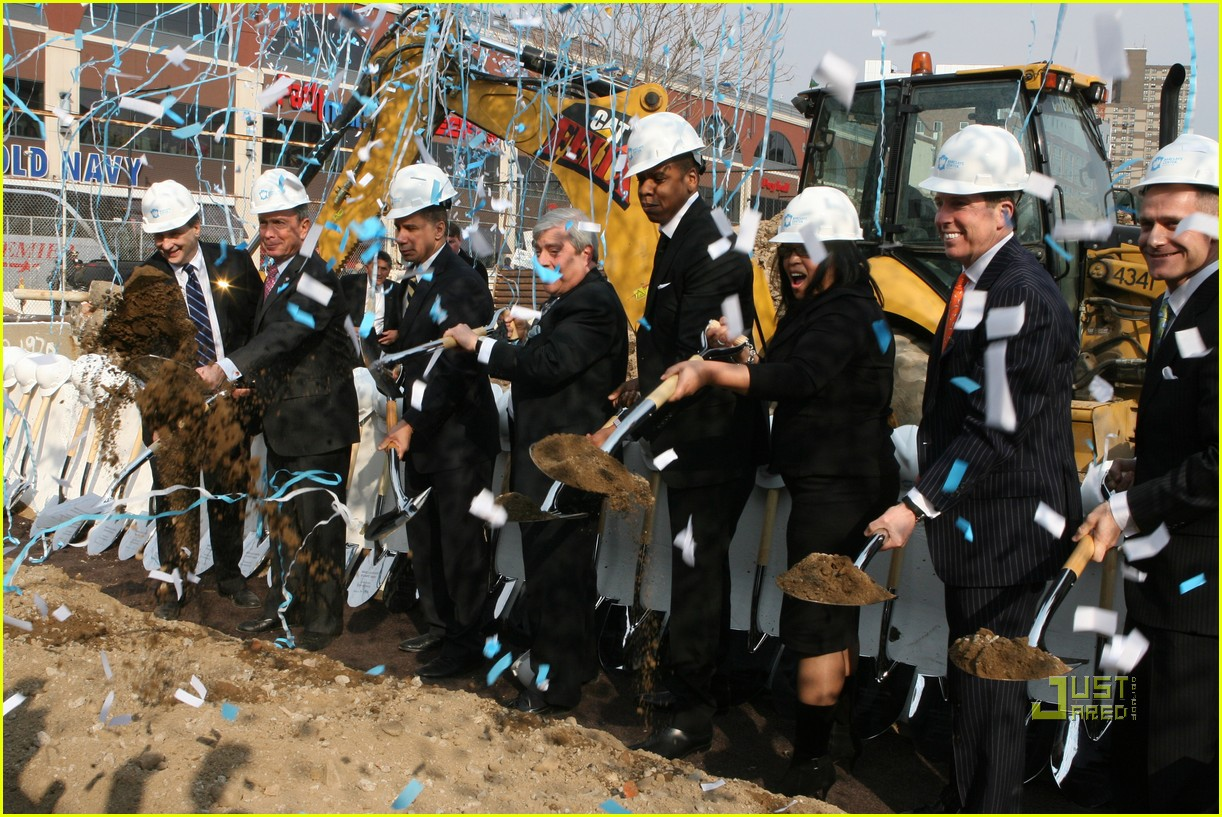 beyonce jay z break ground brooklyn 182434175