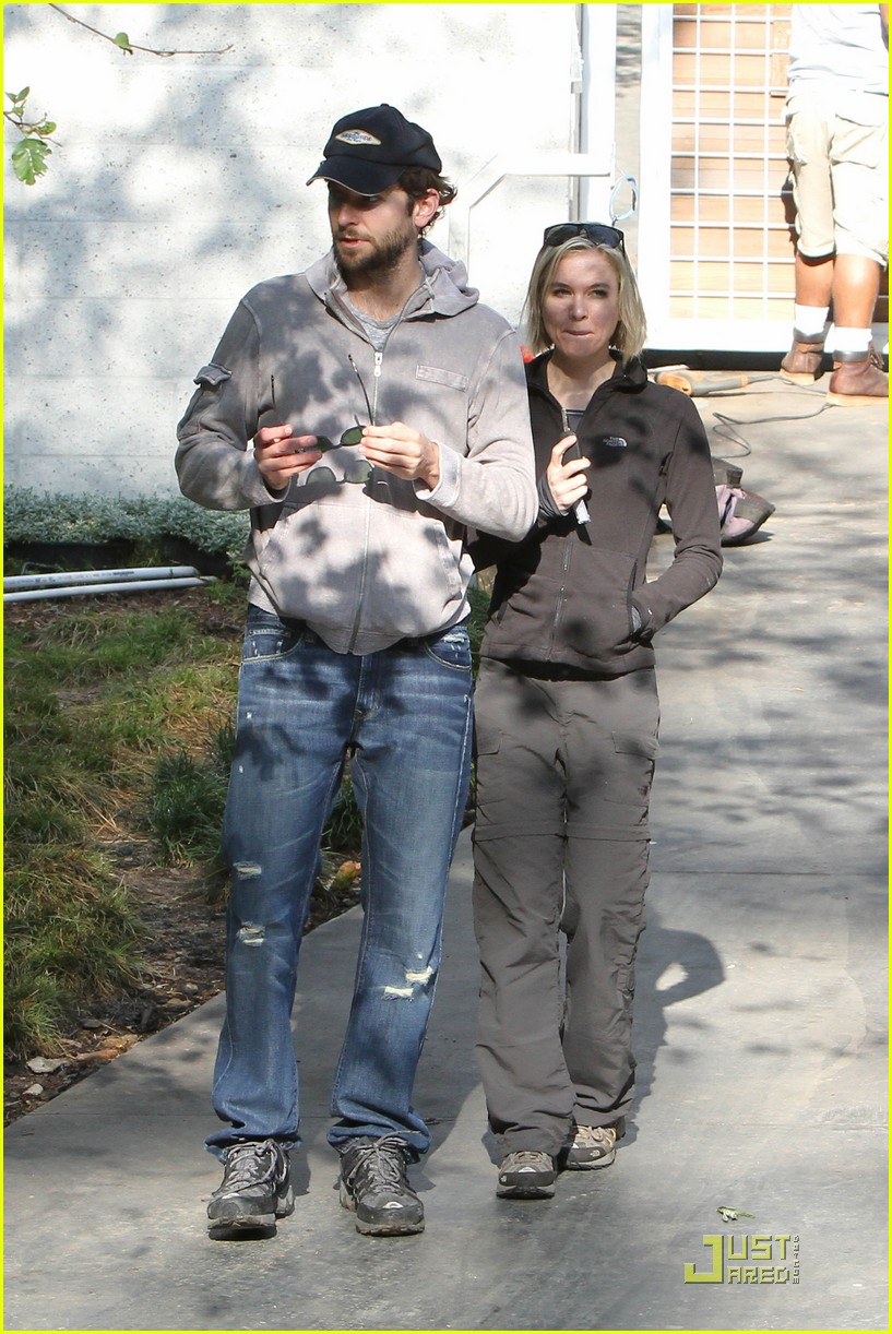 bradley cooper renee progress pair 08
