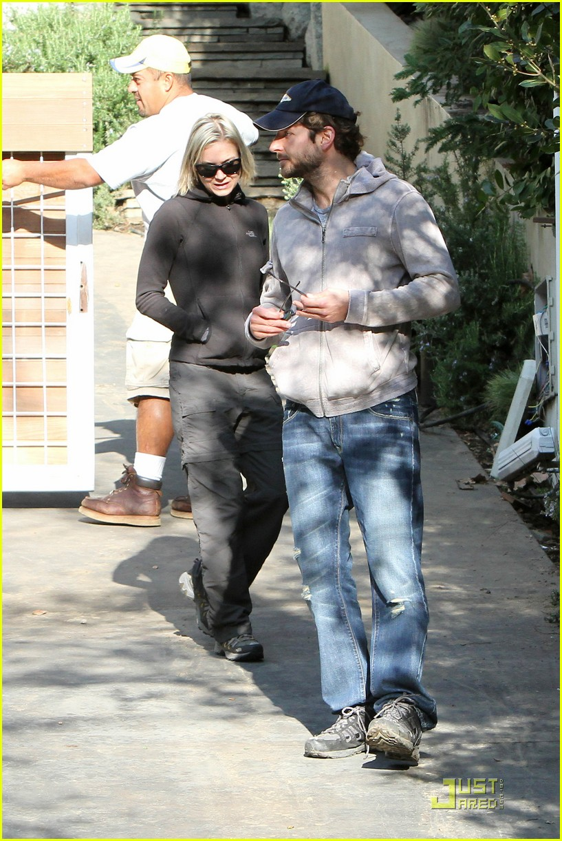 bradley cooper renee progress pair 17