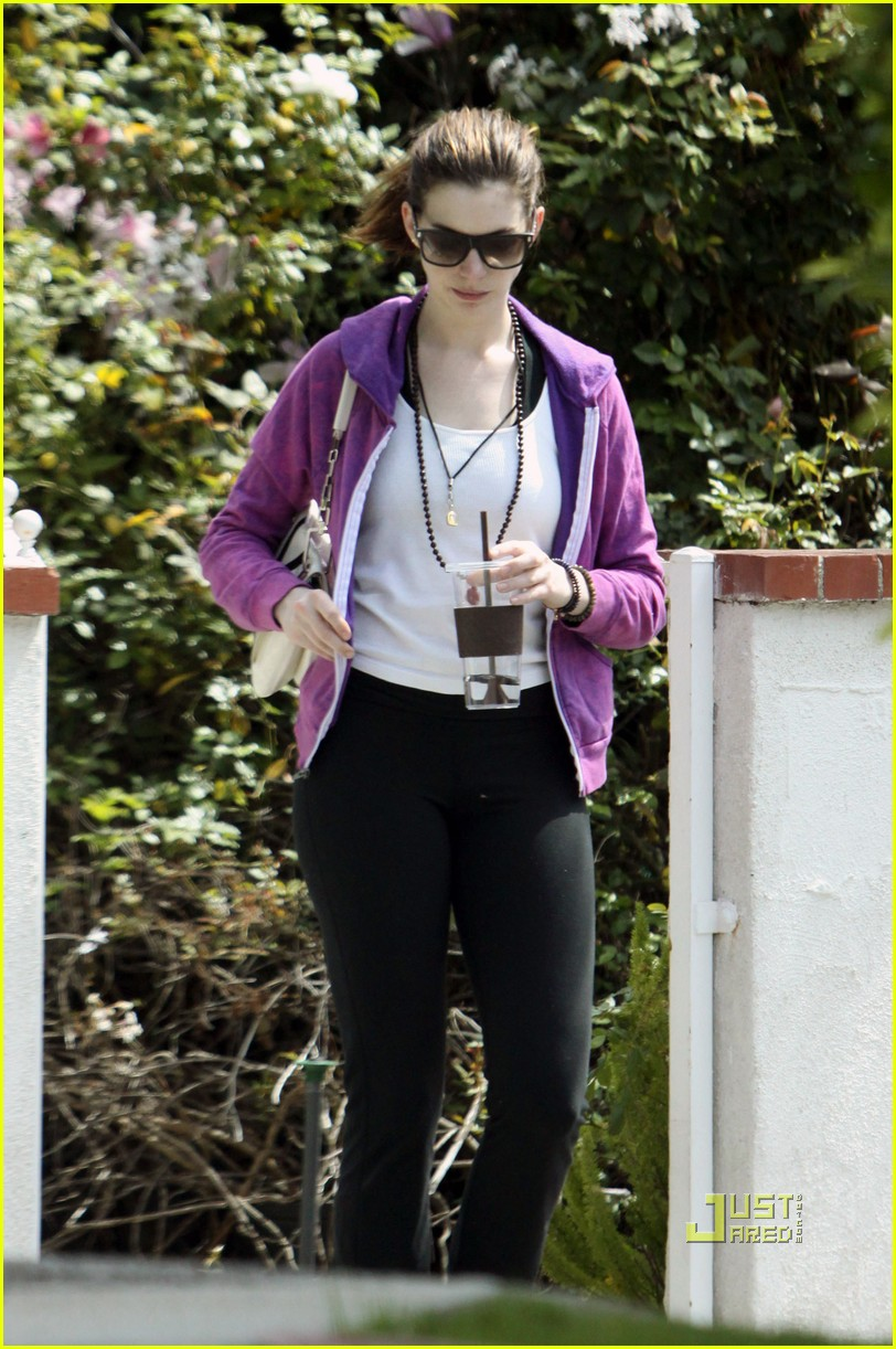 anne hathaway private yoga class 032437413