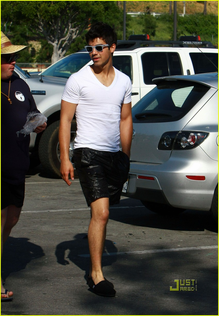 nick jonas muscles
