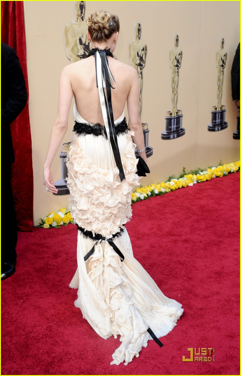 diane kruger 2010 oscars red carpet 12