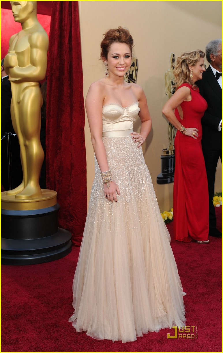 Full Sized Photo of miley cyrus 2010 oscars 04 | Photo ...