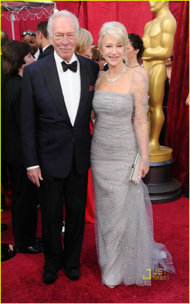 helen mirren 2010 oscars red carpet 02