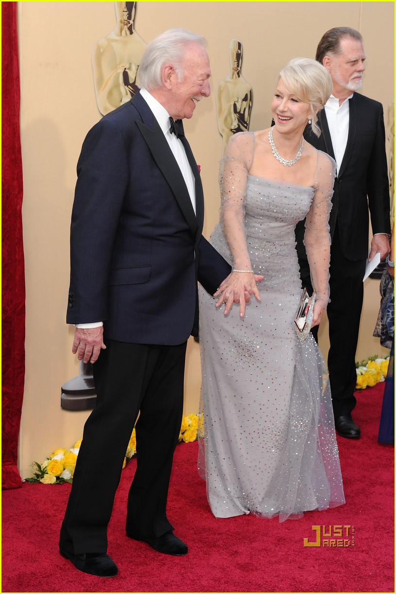helen mirren 2010 oscars red carpet 06