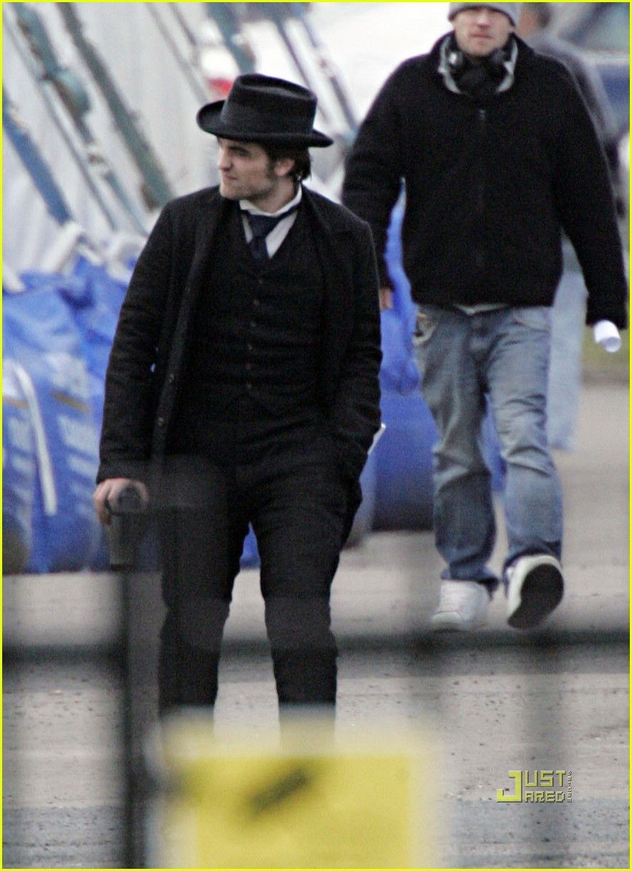 robert pattinson bel ami set london 04