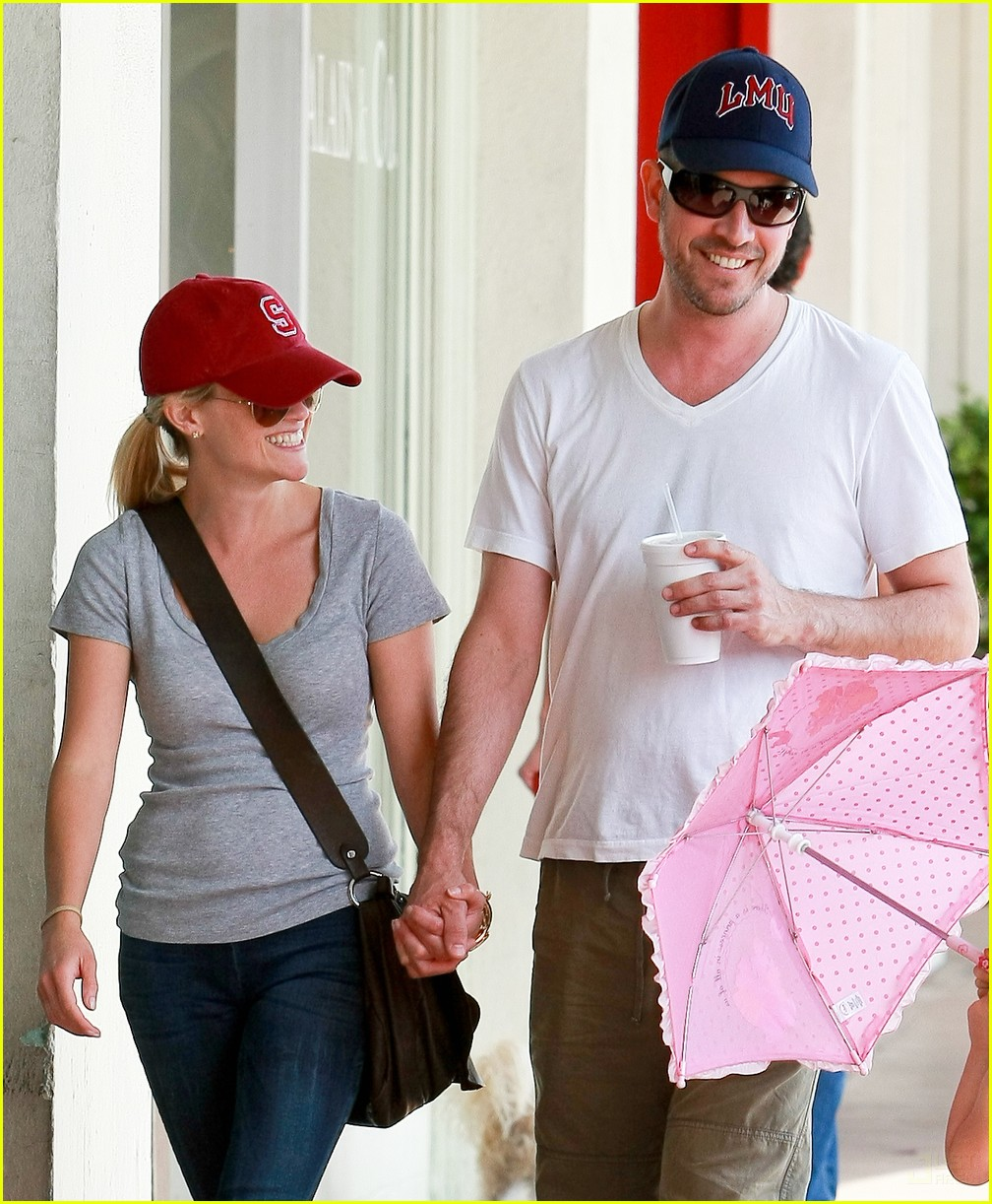 reese witherspoon jim toth holding hands 14
