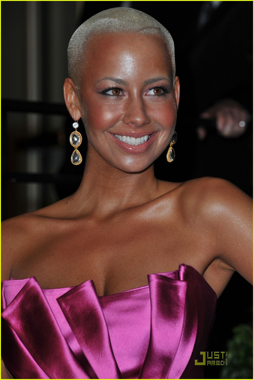 amber rose pretty pink 022433514